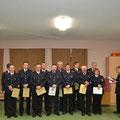 Die Beförderten und geehrten Mitglieder der Freiwilligen Feuerwehr Schülldorf