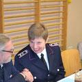 Werner gratuliert Anke zur Wahl als Schriftführerin