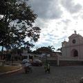 mit seiner kleinen Kirche