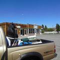 Bester Imbiss in Bridgesport, letzte Stadt vor dem Mono-Lake (warum hier Schwarzbären auf Pick-Ups transportiert werden...?)