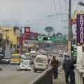 Eine durchschnittlich mittelamerikanische Stadt in der Kulturen und Arm und Reich aufeinander prallen.