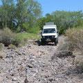 Scheitert am Geröll im Wadi. Der Weg ist nicht mehr erkennbar.
