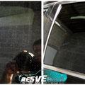 Présence d'un voile de points blanc (peinture ou laitance de ciment) sur les vitres (AV/AP)