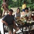 お昼はフィリピン料理、「MARIBAGO GRILL」で本番の味を堪能。