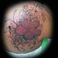 כיסוי קעקוע פרח