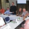 Ein Teil des Vorstandes am Kopf der Tafel (v.l.): Ehrenvorsitzender Peter Hildebrandt, stellvertretender Vorsitzender Jens Poweleit, Vorsitzender Dr. Björn-Henning Rickert, Dr. Wolf Schumann und Peter Müller