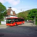 KA-SB 617 am 20.05.2013 als Linie 716 auf der Albbrücke vor dem Bahnhof Bad Herrenalb.