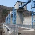 2069 修復された普代の大水門管理橋