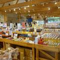 058 「やまもと夢いちごの郷」の内観、スーパーの機能も有す