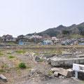 0928「国道45号から見た吉里吉里小学校。津波は海抜17mまで到達」