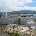 320 宮古市の防潮堤と「なあど(管理室の上に見える)」