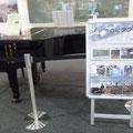 656 伝承館に展示された豊間中学校のピアノ