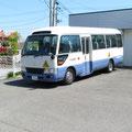 497 吉浜駅に待機するスクールバス