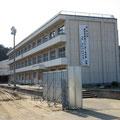 3328 ガレキ仮置が撤去された豊間中学校① 校庭は消波ブロック置場