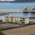 572 今泉の高台から(旧・気仙中学と気仙川河口水門)