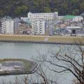 447 日和山から見た湊小学校(屋外避難階段が設置された)