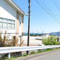 493 吉浜小学校と海