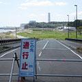 3178 沿岸部の橋梁取付け部被害で通行止め(昨年に同じ)、遠くに福島第二原発
