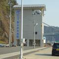 832 漁港の製氷装置にある津波浸水記録(明治、昭和、東日本大震災)