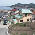 吉里吉里小学校から漁港を望む