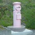 248 恋し浜駅のピンクのポスト