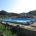 3329 ガレキ仮置が撤去された豊間中学校② プール跡
