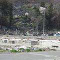 大槌町江岸寺の墓地の被害と仮設寺院