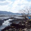 大船渡港の火災跡(赤崎町、右後は太平洋セメント)