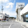 371 山田町の防潮壁と陸閘(左は津波に耐えたJF三陸やまだ)