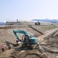 0586「堤防のかさ上げ工事」