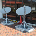 0472「仮設住宅の3か所に設置された衛星通信アンテナ」