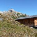 Hütte oberhalb der Sattelebene mit Blick zum Wilden Kasten