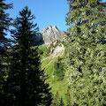 Blick zum Rothorn beim Aufstieg zum Schadonapass