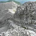 Kleiner Kamin mit Eisenstiften
