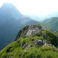 Am Gipfel des Weißen Schrofen mit Blick zum Großen Widderstein