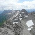 Die Marchspitze mit der Hornbachkette.Darunter das Hinterhornbachtal