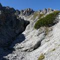 Hinter diesem Graben mit Felsriegel,liegt der Schafkarsee.