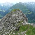 Blick ins Kaisertal (links) und ins Krabachtal (rechts) Dazwischen der Gipfel des Pimig