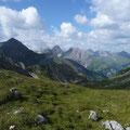 Im Alblitjoch mit Blick zur Oberlahmsspitze und Freispitze...