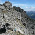 Interessante Wegführung am Reutener Höhenweg