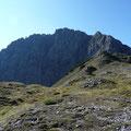 Blick vom Plateu zum Wannenkopf und zur Karlesspitze
