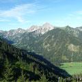 Beim Aufstieg:Blick zum Geißhorn über dem Vilsalpsee