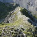 Rückblick über eine Aufstiegspassage die zum zunächst höchsten Punkt führt.