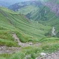 Im Aufstieg ins Fürggele mit Rückblick ins Tal