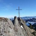 Kurzer Gipfelgrat des Tennenmooskopfes mit Kreuz