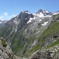 Blick auf Labkogel mit Meraner Höhenweg sowie Grafspitze und Hohe Weiße