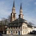 Die St. Jakobikirche mit dem Zoephelschen Haus