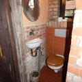 Gäste WC mit kleinem Waschbecken