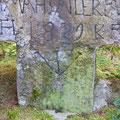 Steinkreuz mit Inschrift © Hartmut Hermanns