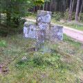 Steinkreuz aus Granit mit Kreuz © Hartmut Hermanns